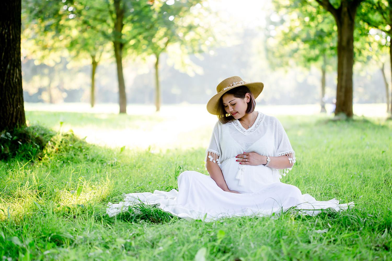 Babybauchfoto bzw Schwangerschaftsfoto in Leer
